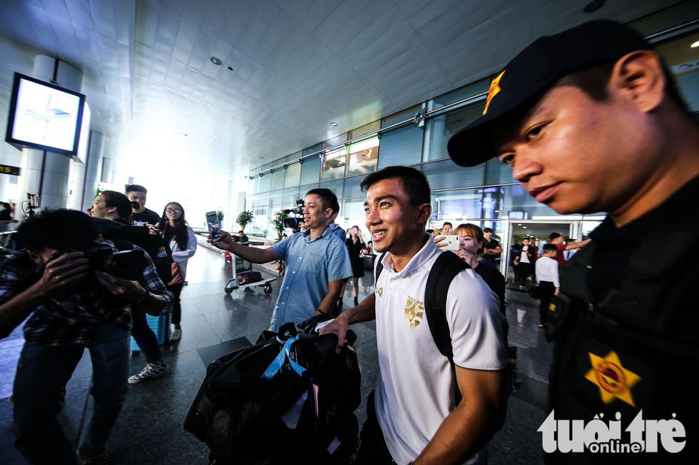 Đội tuyển Thái Lan lầm lì tới Hà Nội, quyết sanh tử với Việt Nam - Ảnh 4.