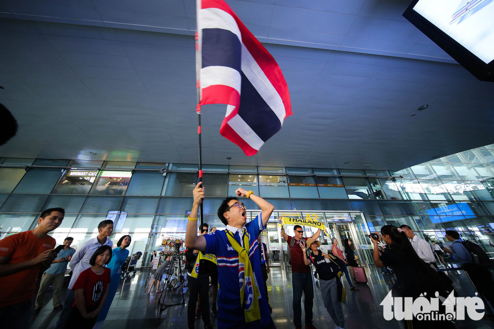 Đội tuyển Thái Lan lầm lì tới Hà Nội, quyết sanh tử với Việt Nam - Ảnh 8.