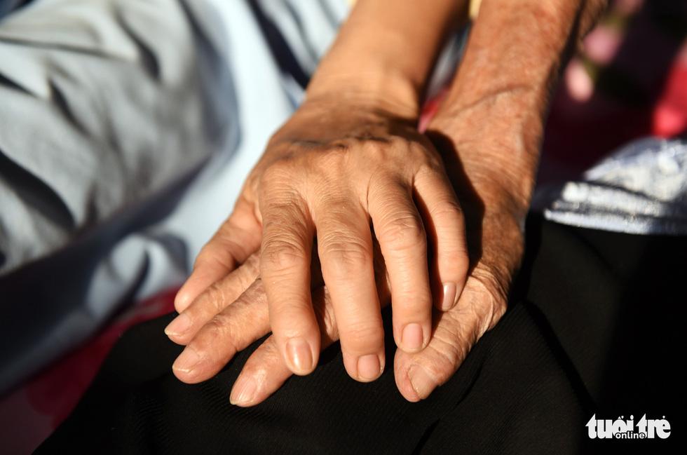 Nữ hộ lý gần 20 năm chăm sóc người dưng - Ảnh 7.
