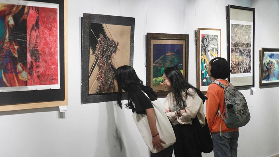 Thưởng lãm tranh và trải nghiệm nghệ thuật số - Ảnh 12.