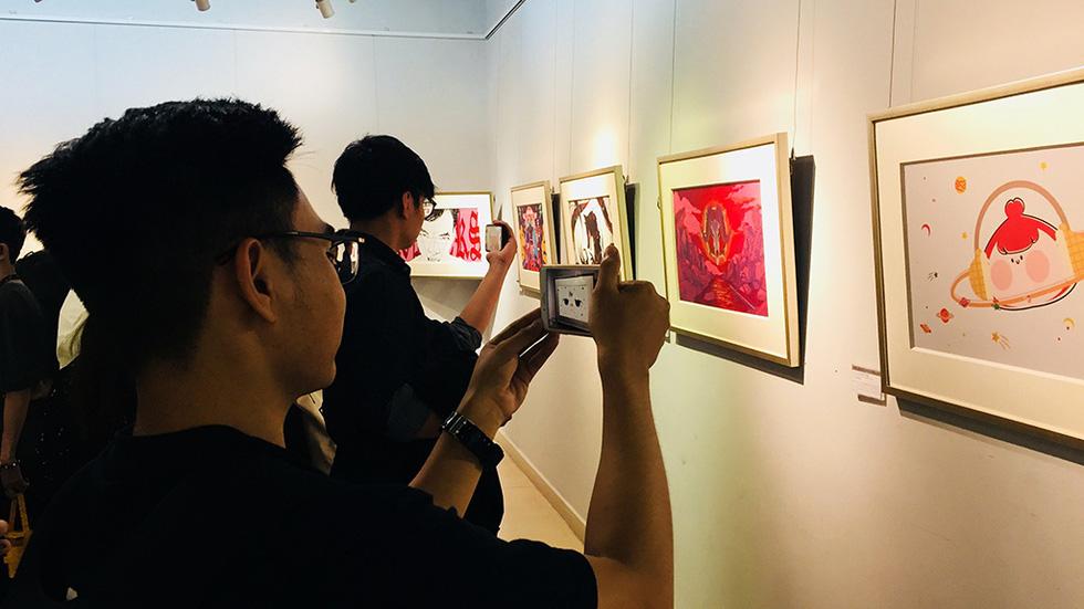Thưởng lãm tranh và trải nghiệm nghệ thuật số - Ảnh 1.