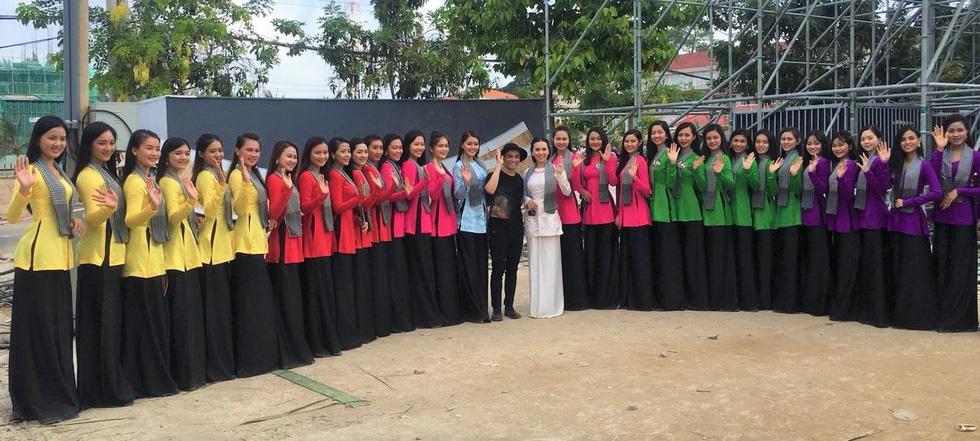 Hàng chục ngàn người tham dự Lễ hội dừa Bến Tre 2019 - Ảnh 1.