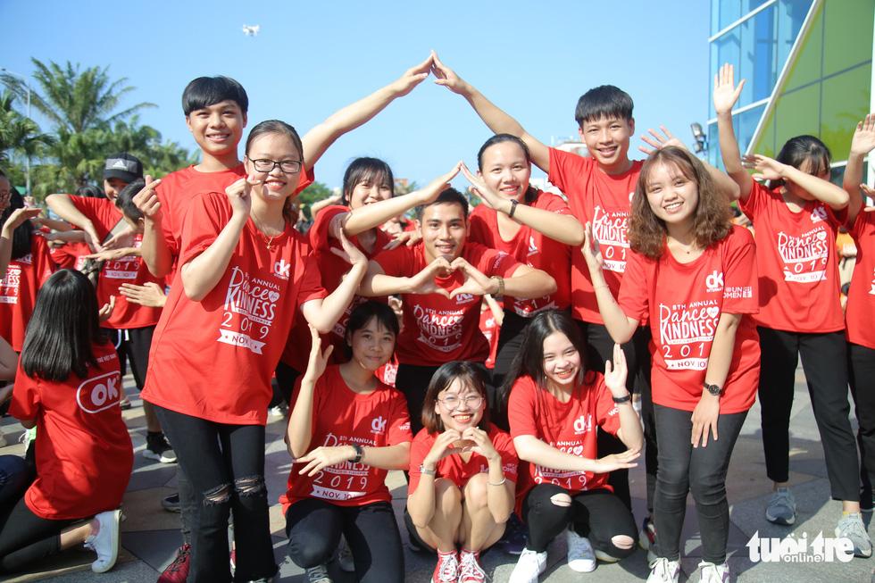 Hoa hậu Tiểu Vy nhảy vì sự tử tế cùng hàng ngàn bạn trẻ - Ảnh 4.