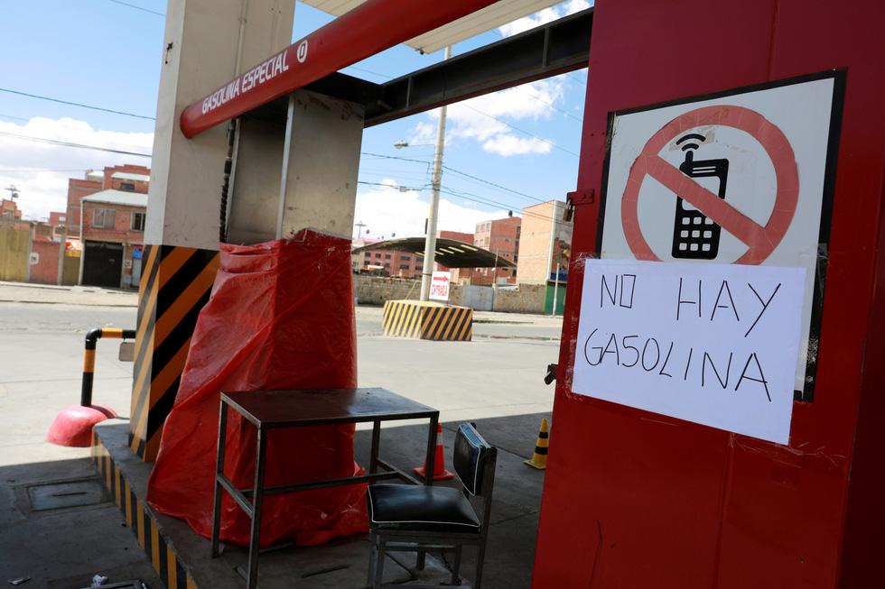 Bolivia bắt đầu thiếu thốn thực phẩm, xăng dầu - Ảnh 5.