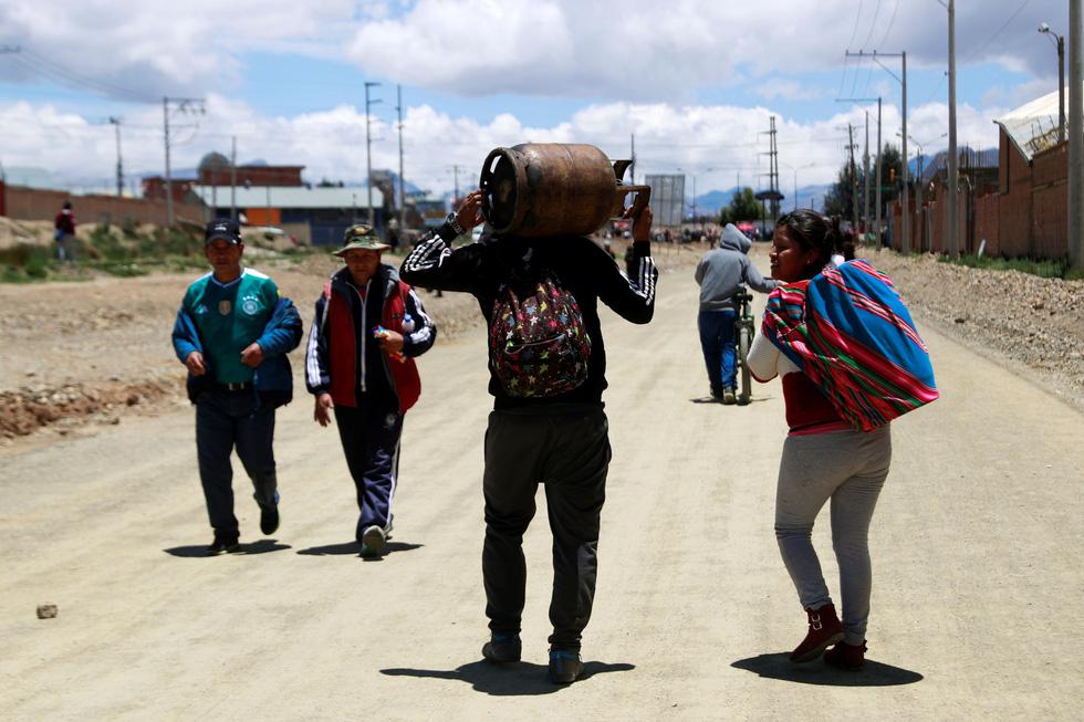 Bolivia bắt đầu thiếu thốn thực phẩm, xăng dầu - Ảnh 8.