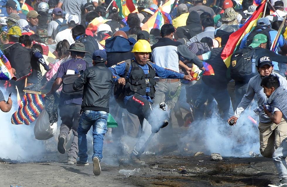 Bolivia bắt đầu thiếu thốn thực phẩm, xăng dầu - Ảnh 2.