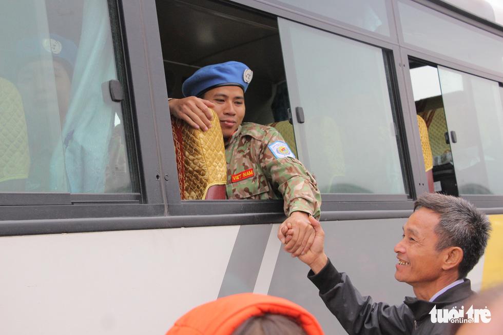 Xúc động giây phút tiễn quân nhân đi gìn giữ hòa bình tại Nam Sudan - Ảnh 8.