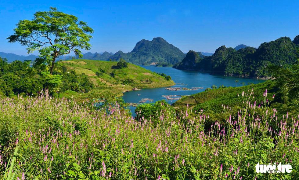Hồ Hòa Bình sơn thủy hữu tình, núi đồi thơ mộng - Ảnh 2.