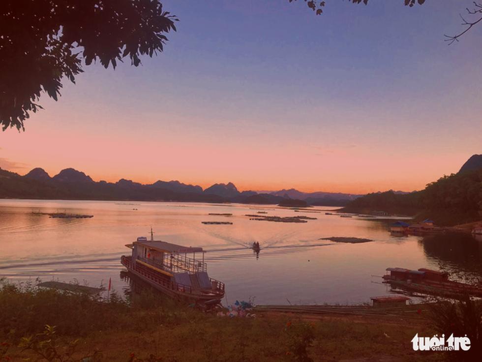 Hồ Hòa Bình sơn thủy hữu tình, núi đồi thơ mộng - Ảnh 7.