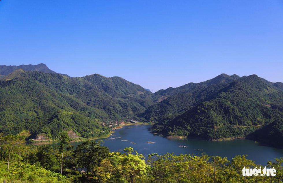 Hồ Hòa Bình sơn thủy hữu tình, núi đồi thơ mộng - Ảnh 5.