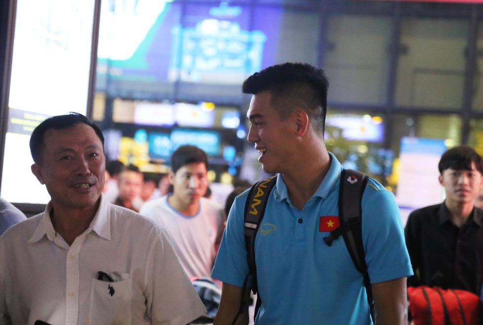 Tới TP.HCM trễ, ông Park hủy kế hoạch tập luyện cùng U22 Việt Nam - Ảnh 9.
