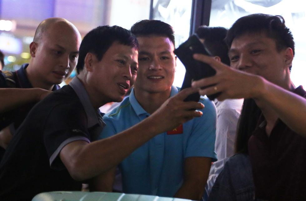 Tới TP.HCM trễ, ông Park hủy kế hoạch tập luyện cùng U22 Việt Nam - Ảnh 1.