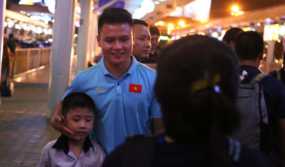 Tới TP.HCM trễ, ông Park hủy kế hoạch tập luyện cùng U22 Việt Nam - Ảnh 8.