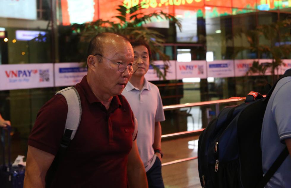 Tới TP.HCM trễ, ông Park hủy kế hoạch tập luyện cùng U22 Việt Nam - Ảnh 2.