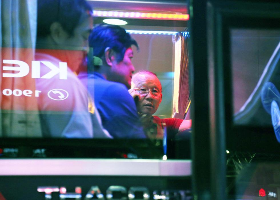 Tới TP.HCM trễ, ông Park hủy kế hoạch tập luyện cùng U22 Việt Nam - Ảnh 10.