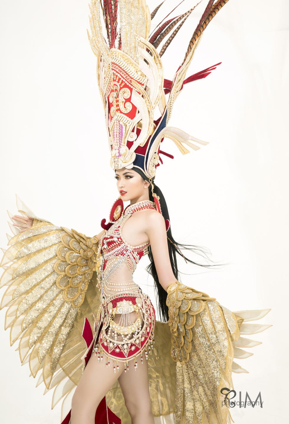 Quốc phục hở hang gây tranh cãi của Ngọc Châu tại Miss Supranational - Ảnh 3.