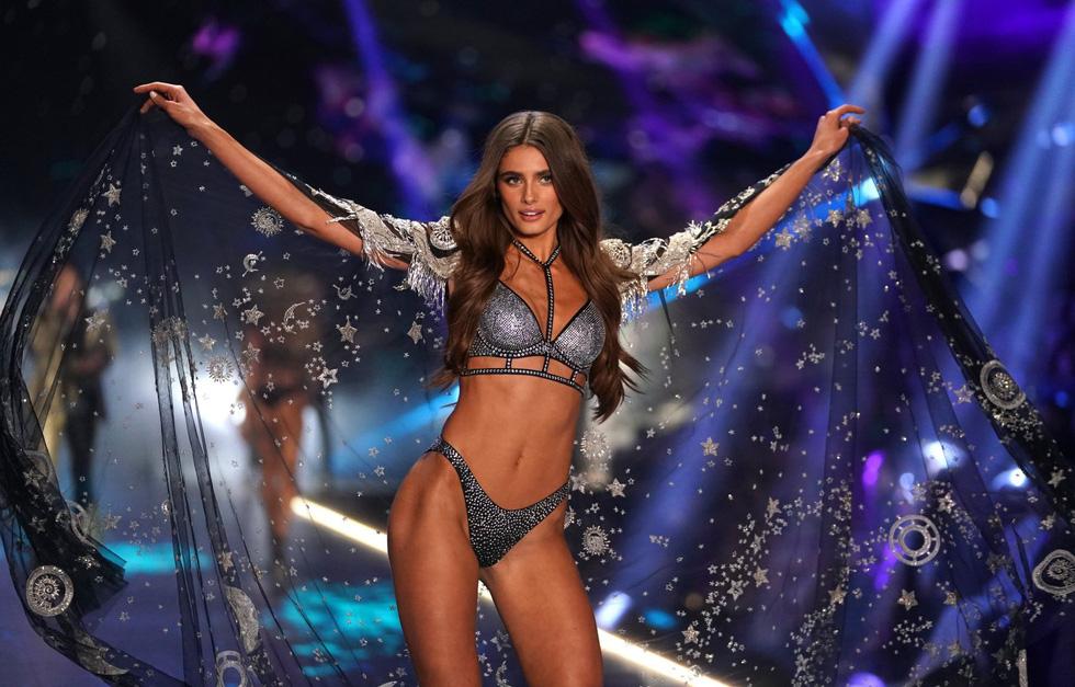 Tại sao Victorias Secret hủy show nội y đình đám khiến bao người sốc? - Ảnh 9.