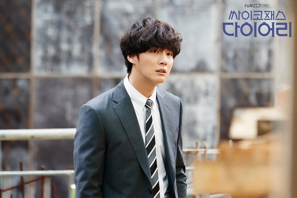 Yoon Shi Yoon rối loạn đa nhân cách trong phim mới: Psychopath Diary - Ảnh 3.