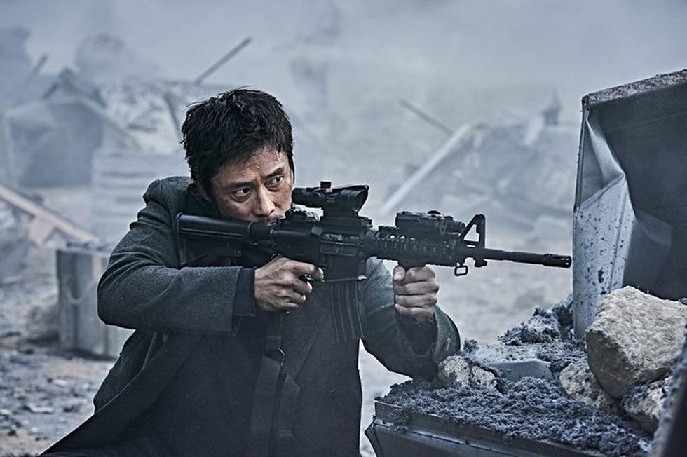 Tình đầu quốc dân Suzy nỗ lực giảm cân để đóng phim thảm họa núi lửa - Ảnh 4.