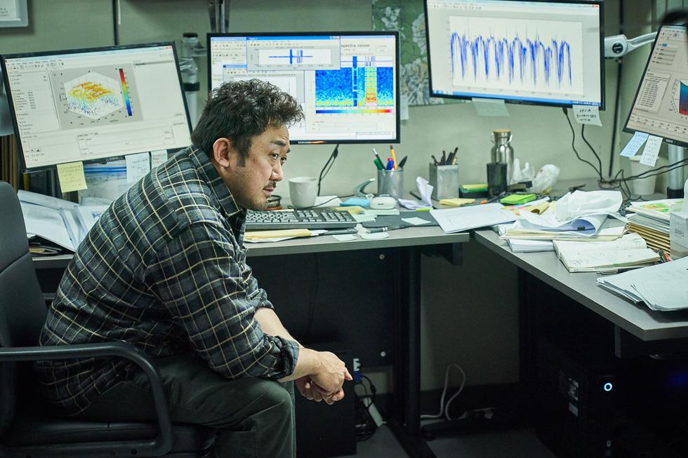 Tình đầu quốc dân Suzy nỗ lực giảm cân để đóng phim thảm họa núi lửa - Ảnh 6.
