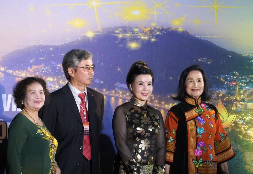 Nhiều nghệ sĩ trẻ dự khai mạc Liên hoan phim Việt Nam 2019 - Ảnh 10.