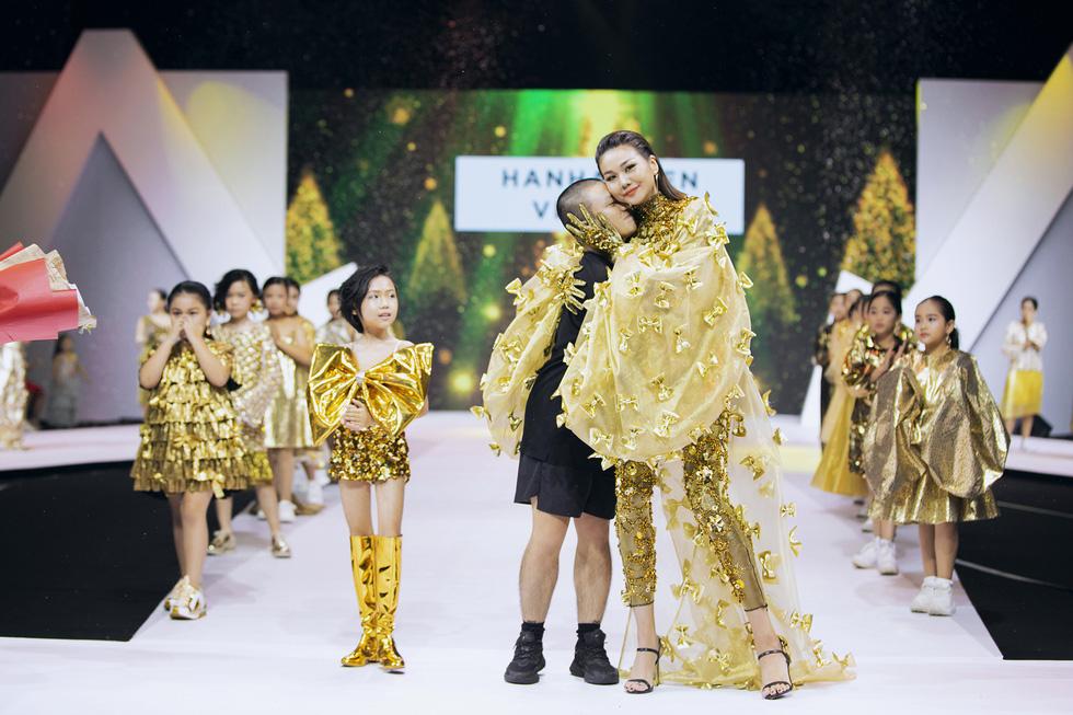 Hoa hậu Mỹ Linh mặc áo dài Ngọc Hân tại Tuần lễ thời trang thiếu nhi châu Á - Ảnh 8.