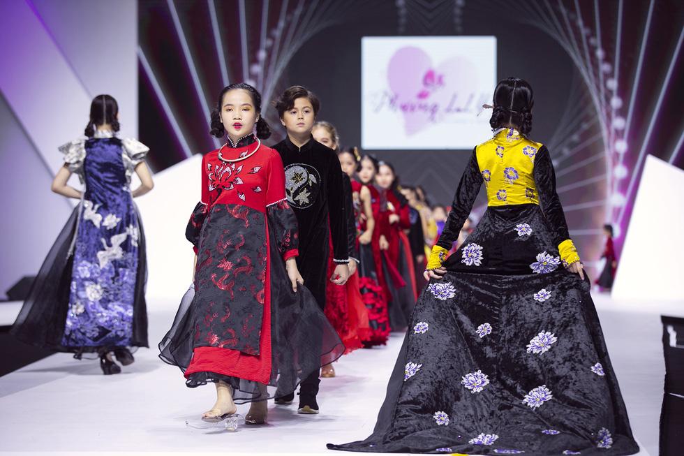 Hoa hậu Mỹ Linh mặc áo dài Ngọc Hân tại Tuần lễ thời trang thiếu nhi châu Á - Ảnh 7.
