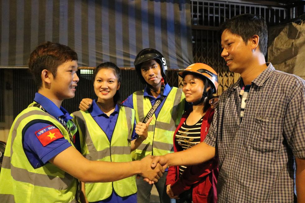 Biệt đội cứu hộ SOS miễn phí trong đêm - Ảnh 5.
