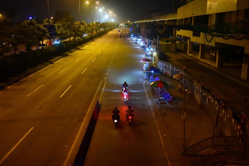 Biệt đội cứu hộ SOS miễn phí trong đêm - Ảnh 9.