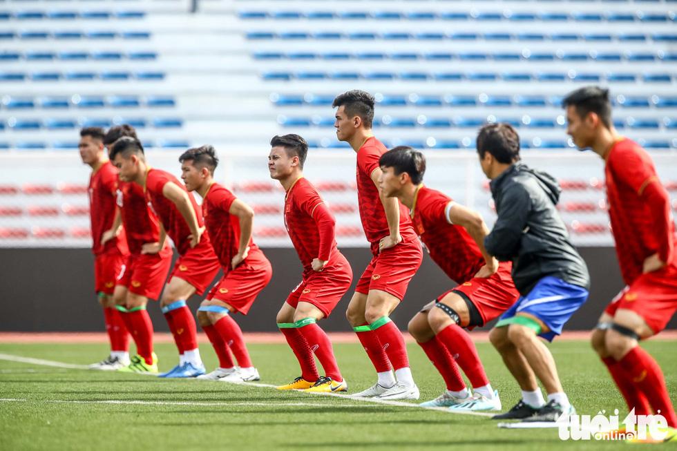 U22 Việt Nam khởi động ở sân bêtông vì Timor-Leste tập quá giờ - Ảnh 5.