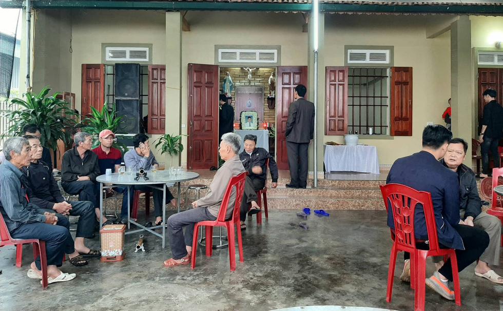 Hình ảnh 16 trong 39 thi hài người Việt tử nạn ở Anh về đến sân bay Nội Bài - Ảnh 5.