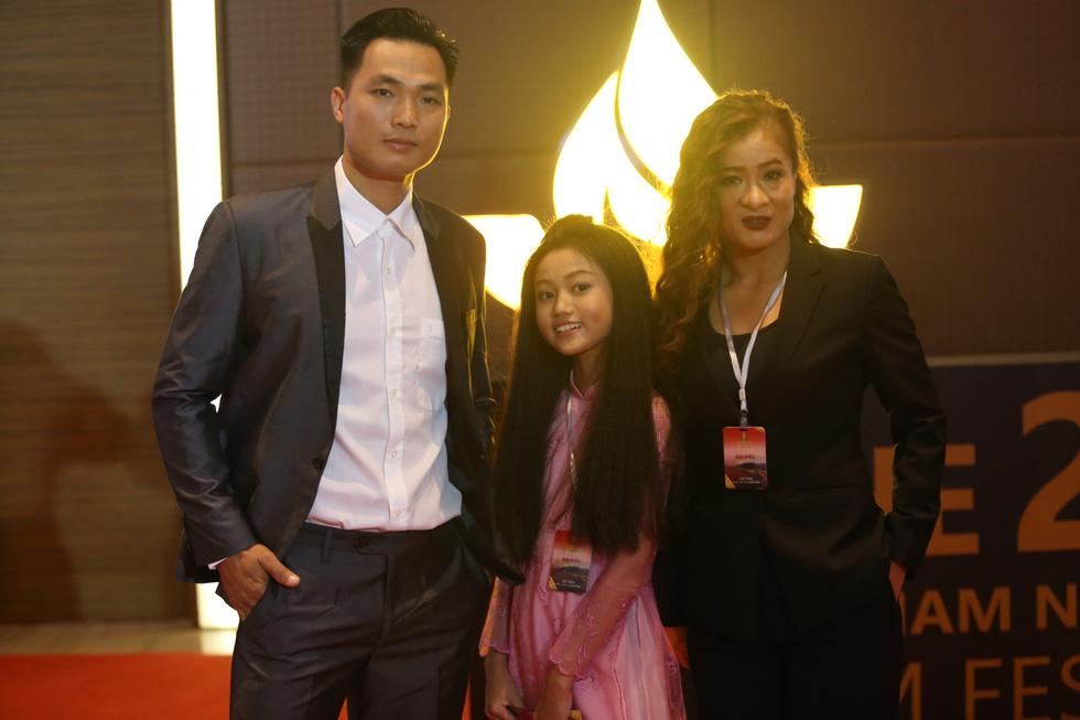 Ngô Thanh Vân, Liên Bỉnh Phát cùng dàn sao trên thảm đỏ Liên hoan phim Việt Nam - Ảnh 5.