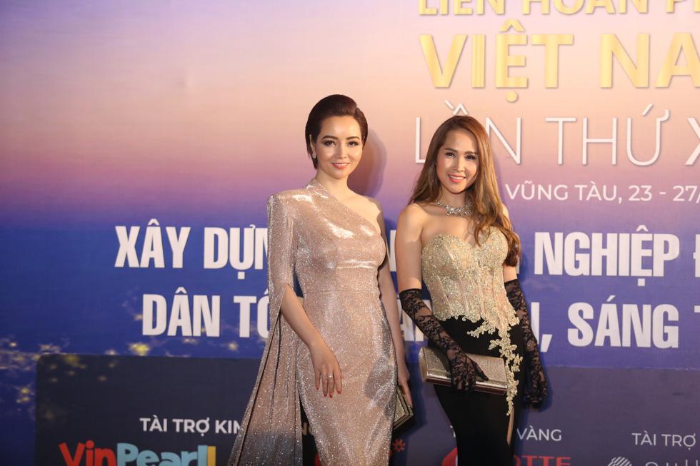 Ngô Thanh Vân, Liên Bỉnh Phát cùng dàn sao trên thảm đỏ Liên hoan phim Việt Nam - Ảnh 9.