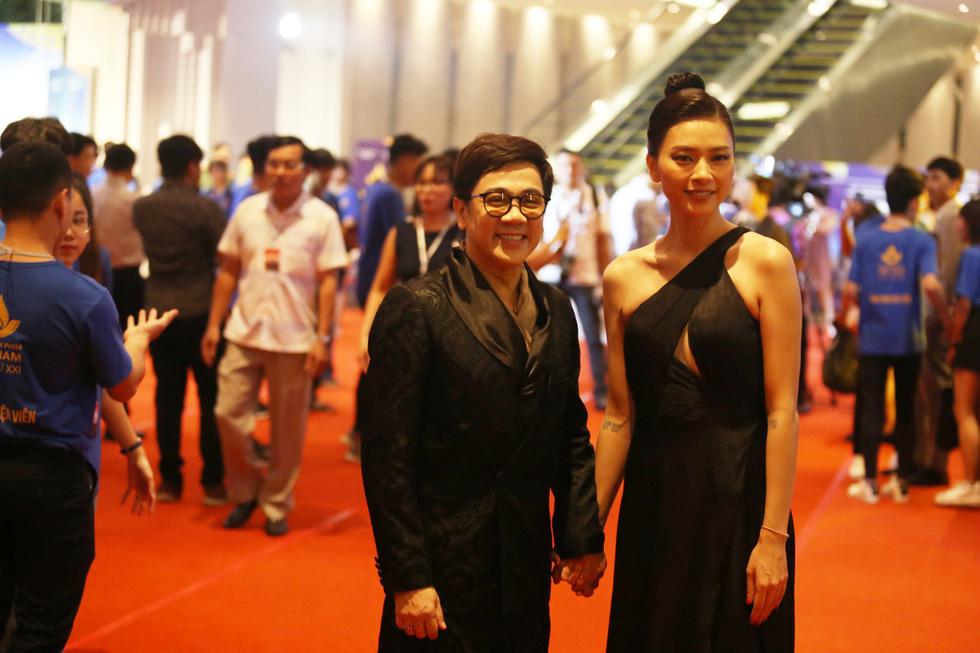 Ngô Thanh Vân, Liên Bỉnh Phát cùng dàn sao trên thảm đỏ Liên hoan phim Việt Nam - Ảnh 3.