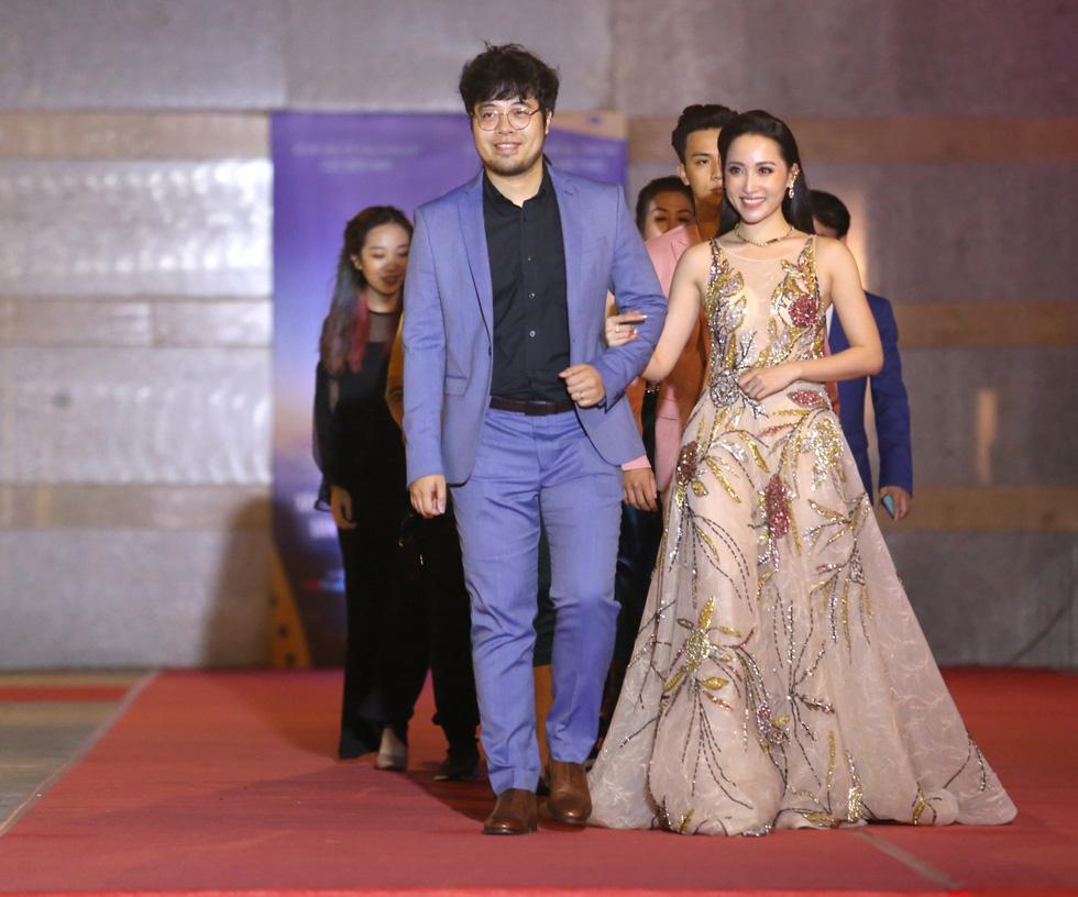 Ngô Thanh Vân, Liên Bỉnh Phát cùng dàn sao trên thảm đỏ Liên hoan phim Việt Nam - Ảnh 6.