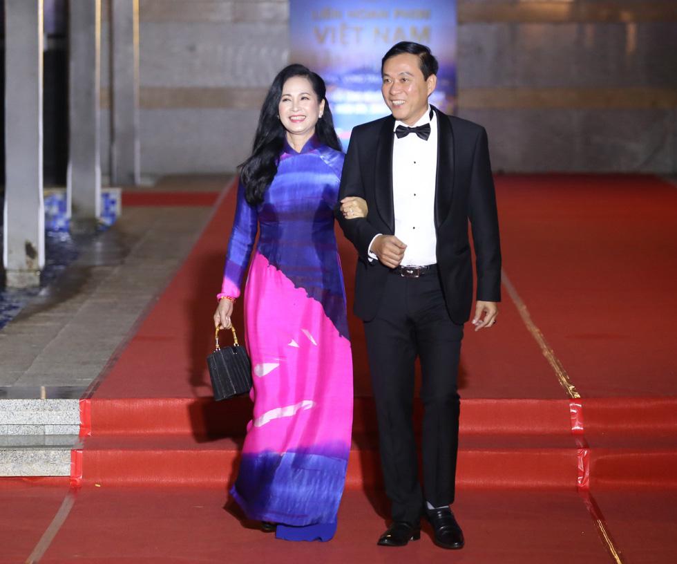 Ngô Thanh Vân, Liên Bỉnh Phát cùng dàn sao trên thảm đỏ Liên hoan phim Việt Nam - Ảnh 12.