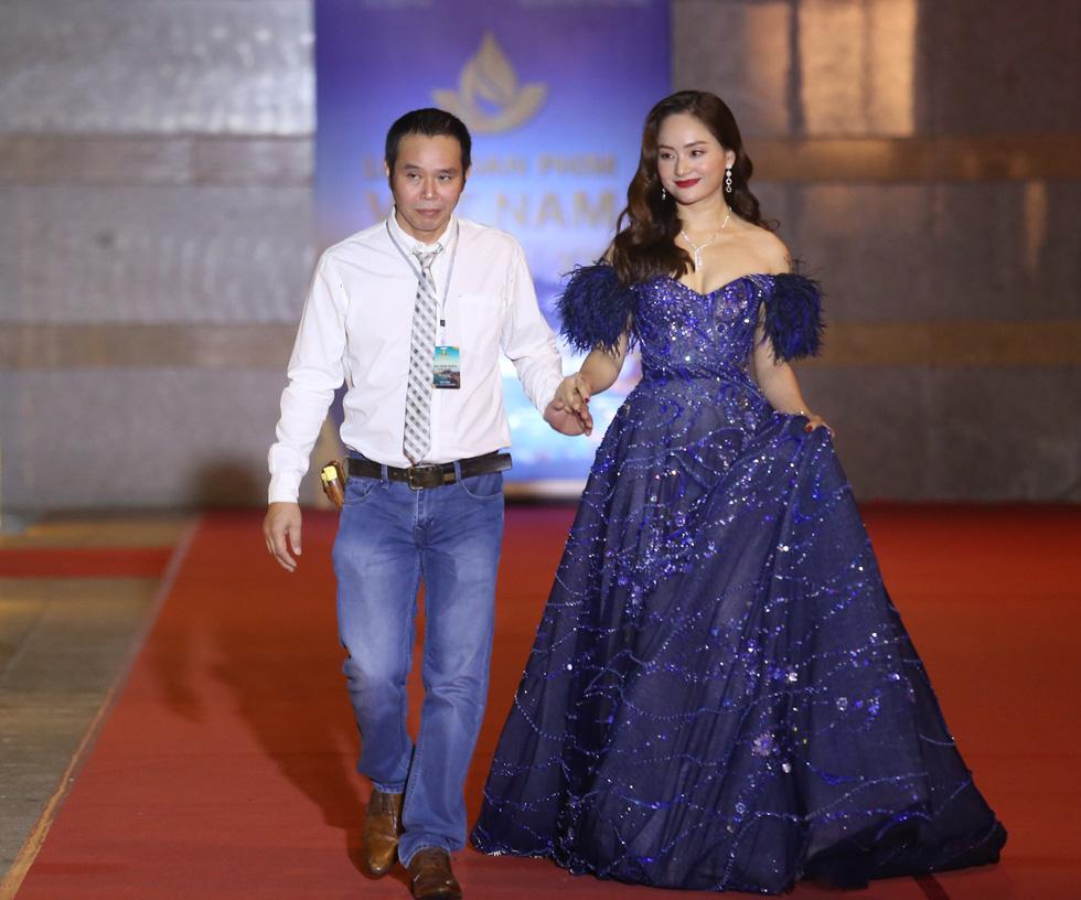 Ngô Thanh Vân, Liên Bỉnh Phát cùng dàn sao trên thảm đỏ Liên hoan phim Việt Nam - Ảnh 11.