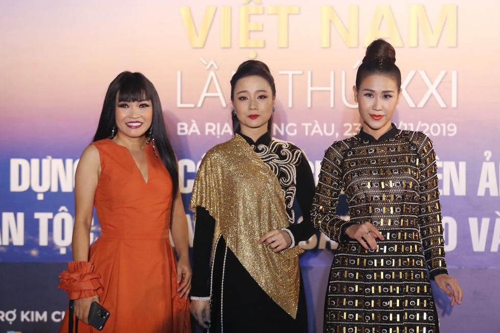 Ngô Thanh Vân, Liên Bỉnh Phát cùng dàn sao trên thảm đỏ Liên hoan phim Việt Nam - Ảnh 10.