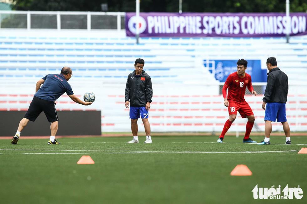 HLV Park dạy học trò kèm người trước trận gặp U22 Indonesia - Ảnh 2.