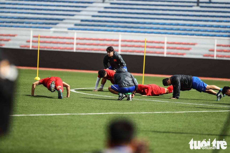 HLV Park dạy học trò kèm người trước trận gặp U22 Indonesia - Ảnh 6.