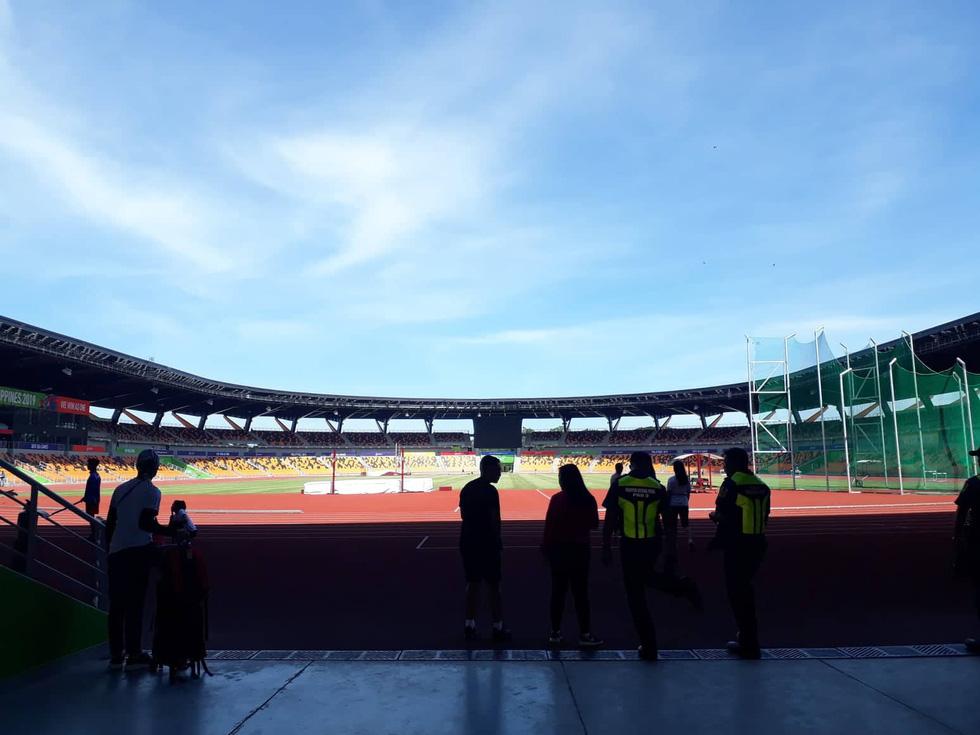 Sân thi đấu điền kinh đẹp long lanh sẵn sàng cho SEA Games 30 - Ảnh 1.