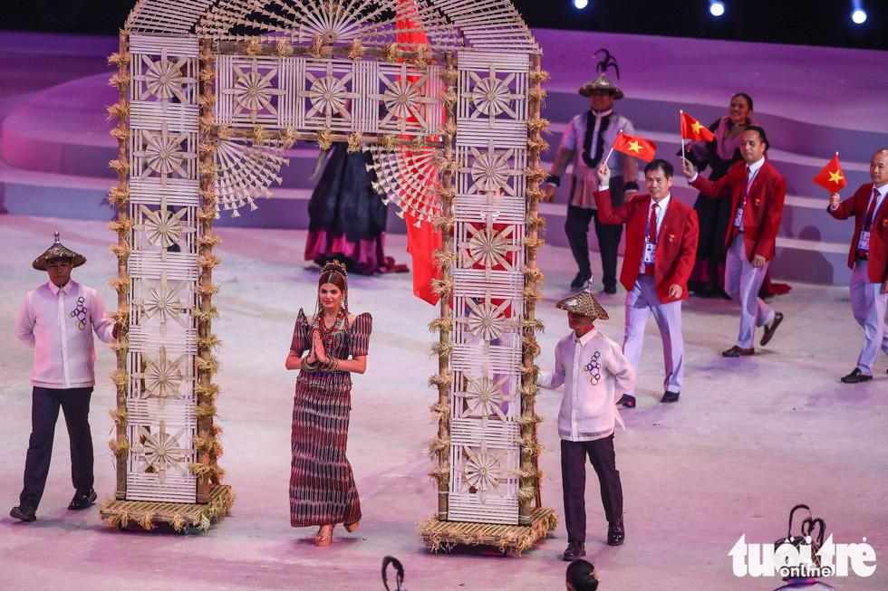 Hoa hậu châu Á - Thái Bình Dương diễu hành cùng đoàn thể thao Việt Nam - Ảnh 4.