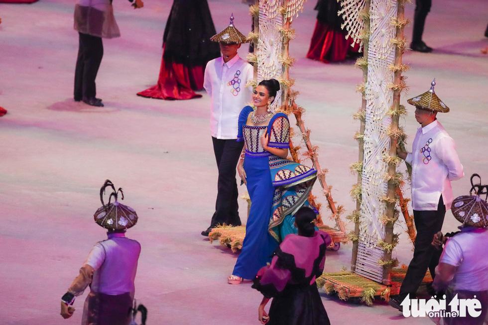 Dàn hoa hậu xinh đẹp, điểm nhấn của lễ khai mạc SEA Games 30 - Ảnh 11.