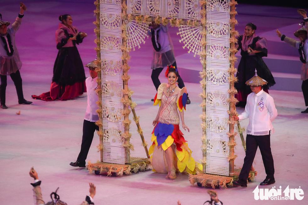 Dàn hoa hậu xinh đẹp, điểm nhấn của lễ khai mạc SEA Games 30 - Ảnh 9.