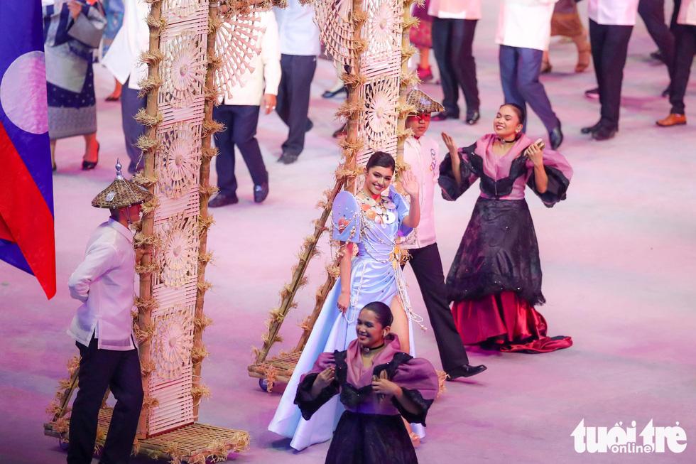 Dàn hoa hậu xinh đẹp, điểm nhấn của lễ khai mạc SEA Games 30 - Ảnh 8.
