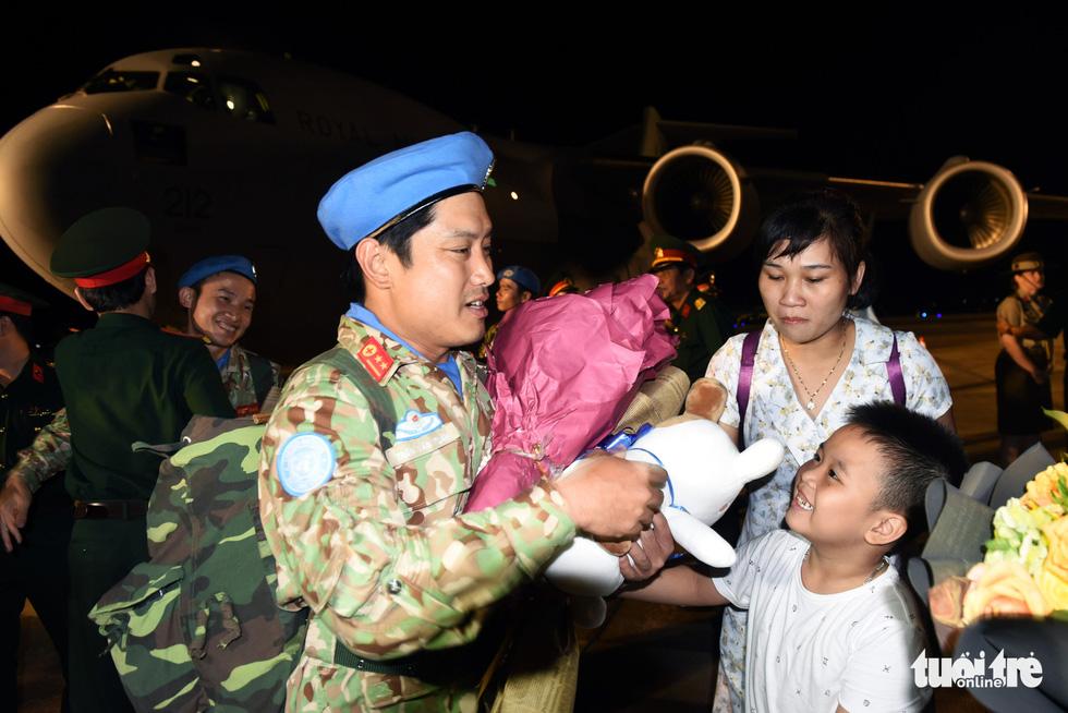 Chiến sĩ mũ nồi xanh về nước sau 1 năm làm nhiệm vụ ở Nam Sudan - Ảnh 9.