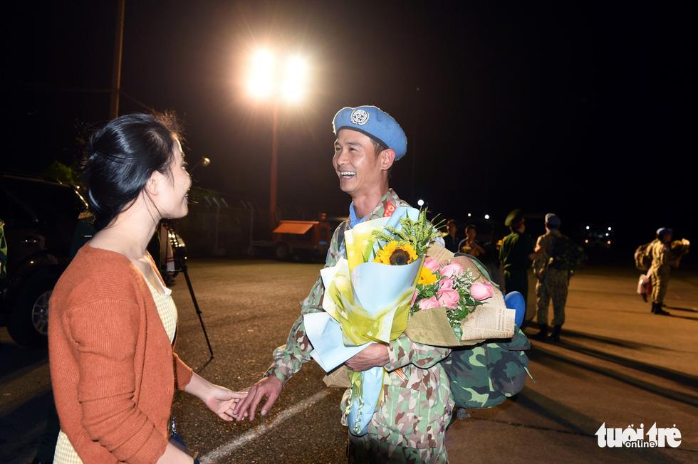 Chiến sĩ mũ nồi xanh về nước sau 1 năm làm nhiệm vụ ở Nam Sudan - Ảnh 11.