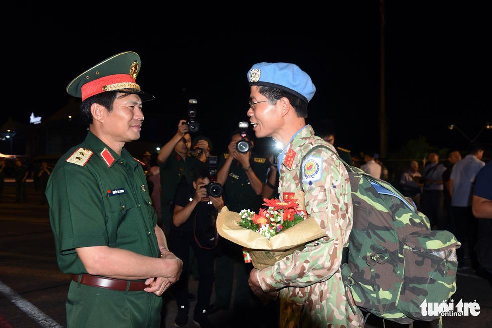 Chiến sĩ mũ nồi xanh về nước sau 1 năm làm nhiệm vụ ở Nam Sudan - Ảnh 12.