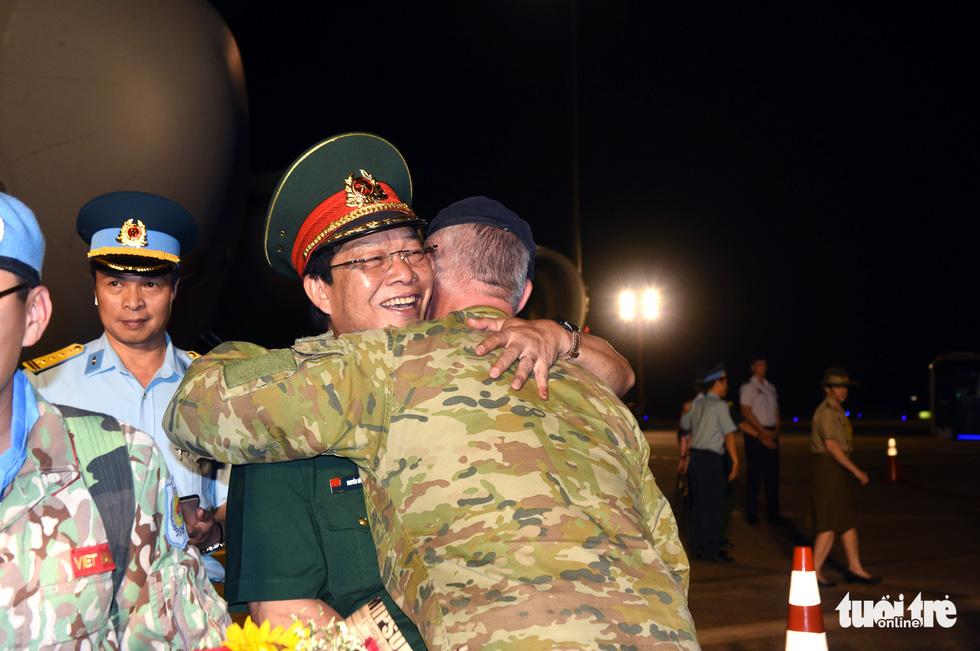 Chiến sĩ mũ nồi xanh về nước sau 1 năm làm nhiệm vụ ở Nam Sudan - Ảnh 14.