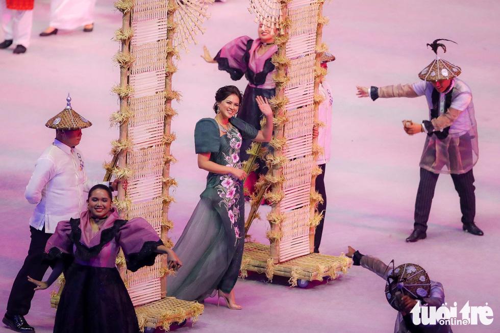 Dàn hoa hậu xinh đẹp, điểm nhấn của lễ khai mạc SEA Games 30 - Ảnh 6.